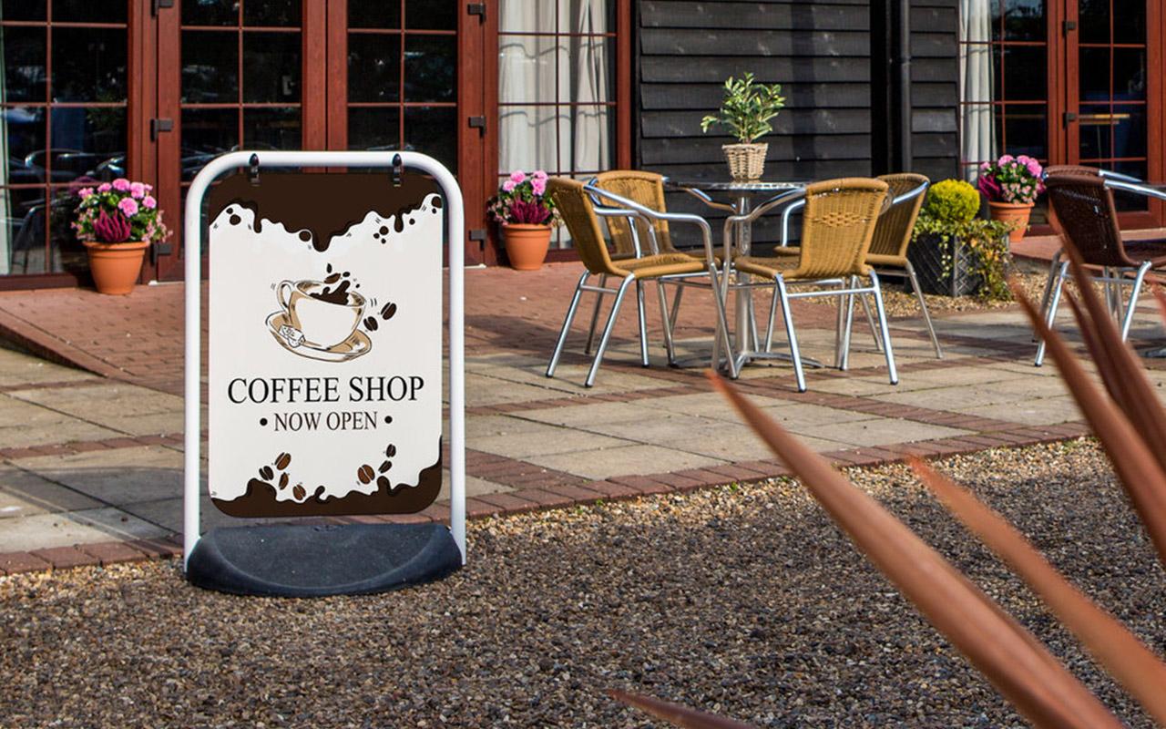 Potykacz reklamowy do kawiarni